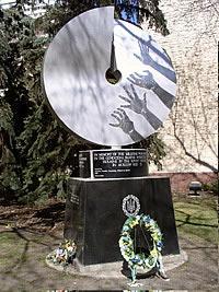 канада - пам'ятники жертвам голодомору, встановлені в канаді